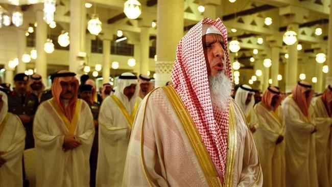 سعودي مفتي: داخترلمونځ باید په کورونو کې ادا شي.